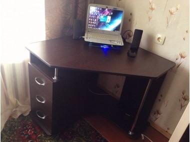 Компьютерный стол на заказ 900*900 мм. ksz-100523